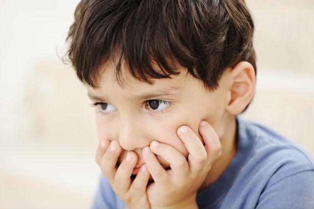 Những dấu hiệu sớm phát hiện trẻ tự kỷ bố mẹ cần biết - Ảnh 2
