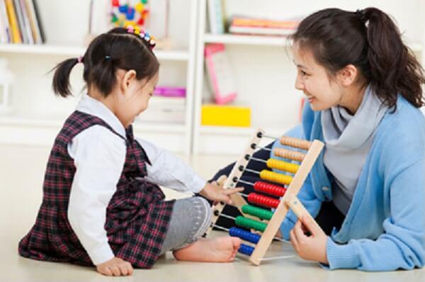 Những dấu hiệu sớm phát hiện trẻ tự kỷ bố mẹ cần biết - Ảnh 4
