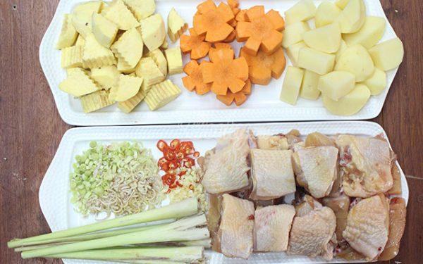 Chuẩn bị nguyên liệu làm món cà ri gà hấp dẫn