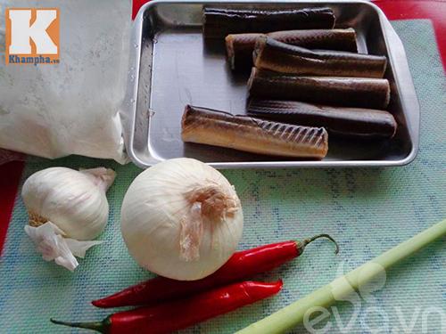 Lươn chiên sả ớt cay nóng cho ngày lạnh giá - Ảnh 1
