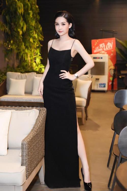 Hoa hậu Ngân Anh khoe sắc 'nóng bỏng' với váy áo xẻ lườn trở thành tâm điểm sự kiện - Ảnh 2