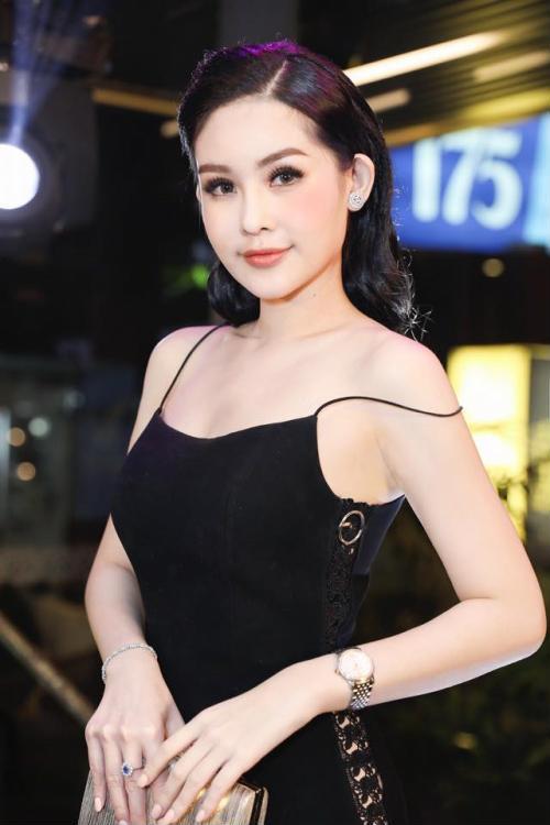 Hoa hậu Ngân Anh khoe sắc 'nóng bỏng' với váy áo xẻ lườn trở thành tâm điểm sự kiện - Ảnh 3
