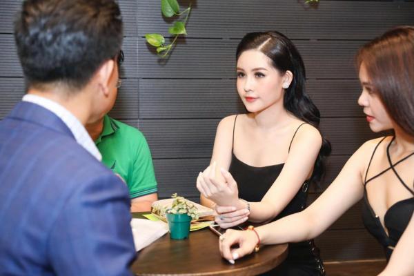 Hoa hậu Ngân Anh khoe sắc 'nóng bỏng' với váy áo xẻ lườn trở thành tâm điểm sự kiện - Ảnh 5
