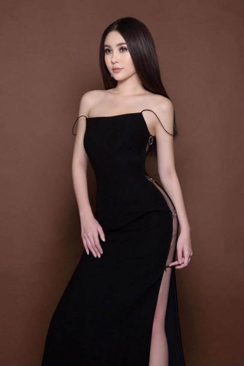 Hoa hậu Ngân Anh khoe sắc 'nóng bỏng' với váy áo xẻ lườn trở thành tâm điểm sự kiện - Ảnh 6