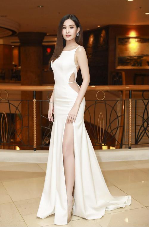 Hoa hậu Ngân Anh khoe sắc 'nóng bỏng' với váy áo xẻ lườn trở thành tâm điểm sự kiện - Ảnh 8