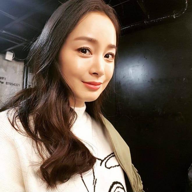 Kim Tae Hee lần đầu khoe ảnh cận mặt, gửi tâm thư cho fan hâm mộ sau khi sinh con gái - Ảnh 1
