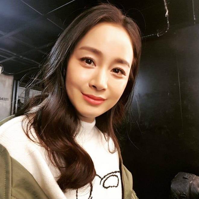 Kim Tae Hee lần đầu khoe ảnh cận mặt, gửi tâm thư cho fan hâm mộ sau khi sinh con gái - Ảnh 2