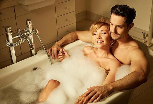 Yêu trong phòng tắm, một lần nhớ cả đời - Ảnh 1