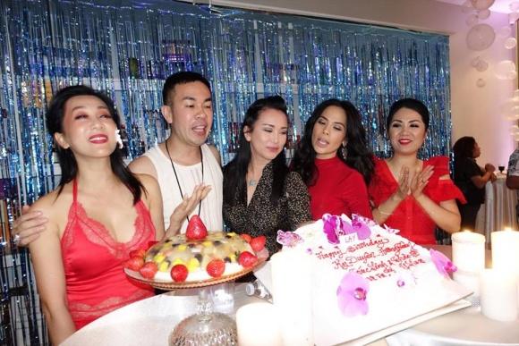'Bà bầu' Thanh Thảo vui hết mình trong tiệc sinh nhật MC Kỳ Duyên - Ảnh 2