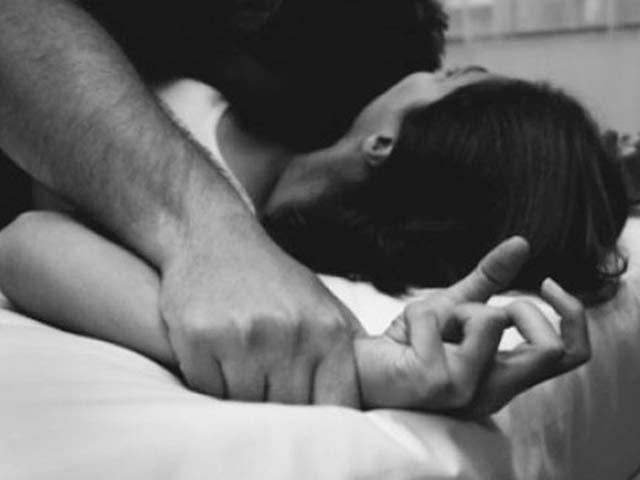 Đòn trừng phạt mỗi đêm của người chồng hiền lành làm tôi nổi da gà - Ảnh 2