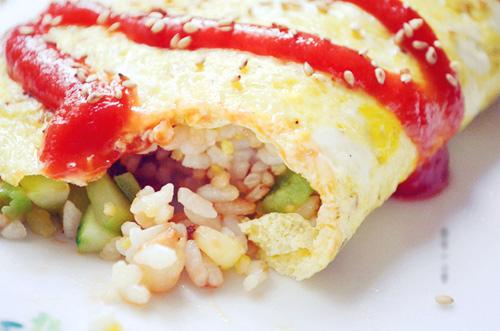 Trứng bọc cơm chiên ngon miệng ngày mát trời - Ảnh 3