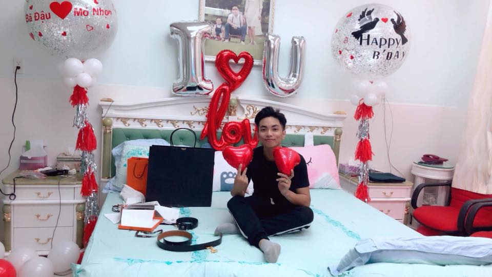 Vừa sinh con, Khánh Thi đã 'trốn' viện về làm sinh nhật cho Phan Hiển - Ảnh 2