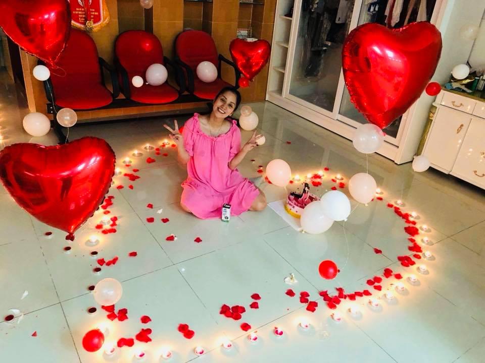 Vừa sinh con, Khánh Thi đã 'trốn' viện về làm sinh nhật cho Phan Hiển - Ảnh 3