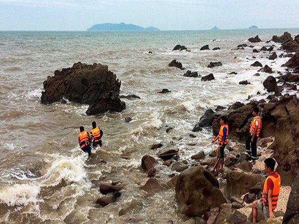 Tắm biển ở Thanh Hóa, 2 du khách Hà Nội chết và mất tích - Ảnh 1