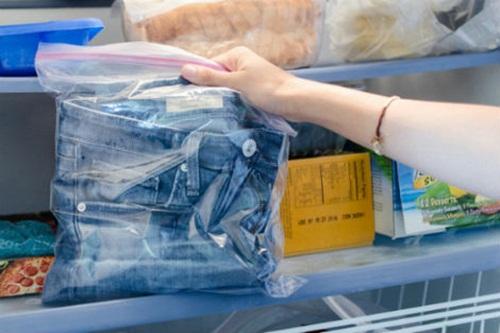 Làm giãn quần jean hiệu quả khi cho nó vào tủ lạnh