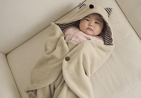 Giữ ấm đầy đủ là cách trị ho sổ mũi cho trẻ em