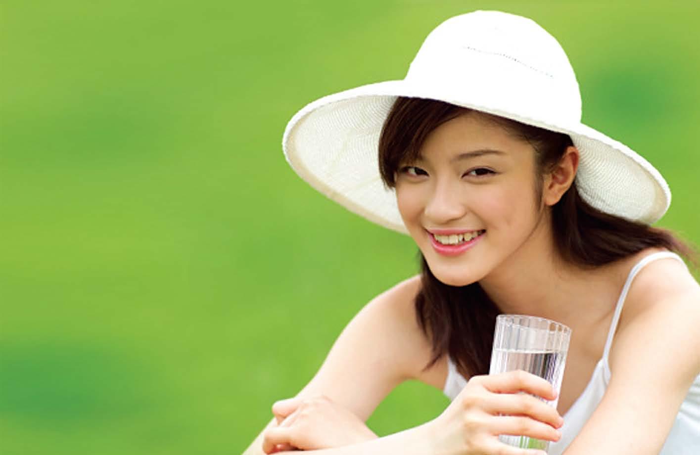 Duy trì thói quen uống 2 lít nước mỗi ngày tốt cho sức khỏe