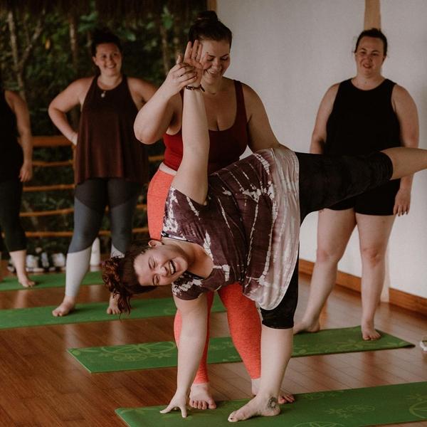 'Dành cả thanh xuân để giảm cân', cô nàng ngoại cỡ thay đổi cuộc sống nhờ yoga - Ảnh 8