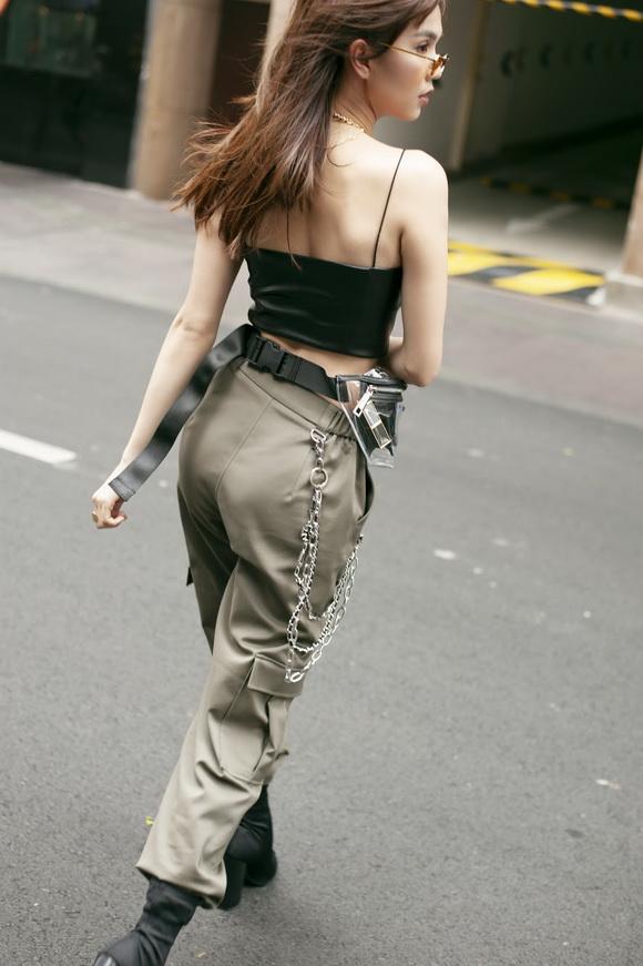 Ngọc Trinh biến hóa gợi cảm trong thời trang dạo phố với mốt tóc rối - Ảnh 14