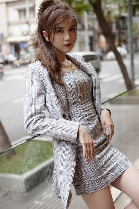 Ngọc Trinh biến hóa gợi cảm trong thời trang dạo phố với mốt tóc rối - Ảnh 8