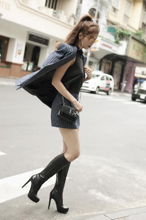 Ngọc Trinh biến hóa gợi cảm trong thời trang dạo phố với mốt tóc rối - Ảnh 9
