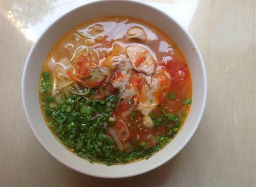 Bữa sáng nhanh gọn và bổ dưỡng với bún thịt cà chua - Ảnh 2