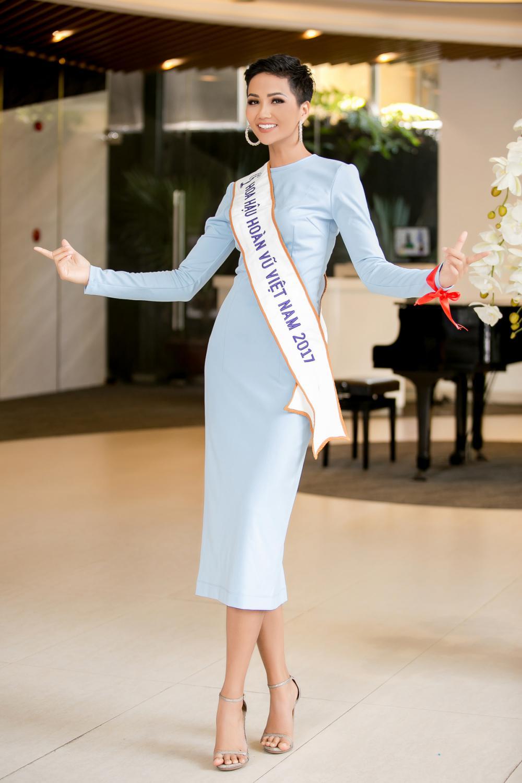 H'Hen Niê diện trang phục giản dị, khoe vóc dáng thon gọn tại sự kiện - Ảnh 3