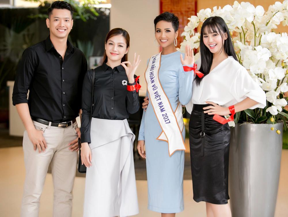 H'Hen Niê diện trang phục giản dị, khoe vóc dáng thon gọn tại sự kiện - Ảnh 5