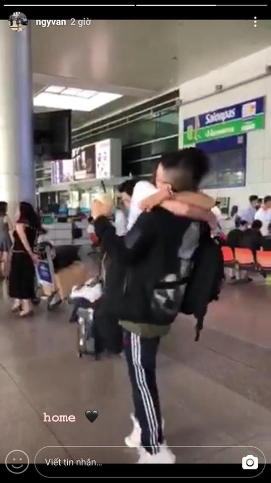 Bạn gái Huỳnh Anh bay sang Việt Nam động viên người yêu giữa 'tâm bão'? - Ảnh 2