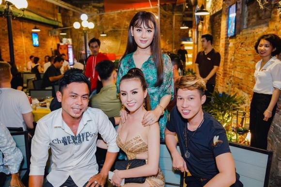 Lâm Khánh Chi tổ chức sinh nhật hoành tráng cho ông xã - Ảnh 11