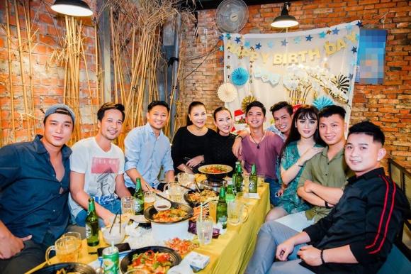 Lâm Khánh Chi tổ chức sinh nhật hoành tráng cho ông xã - Ảnh 12