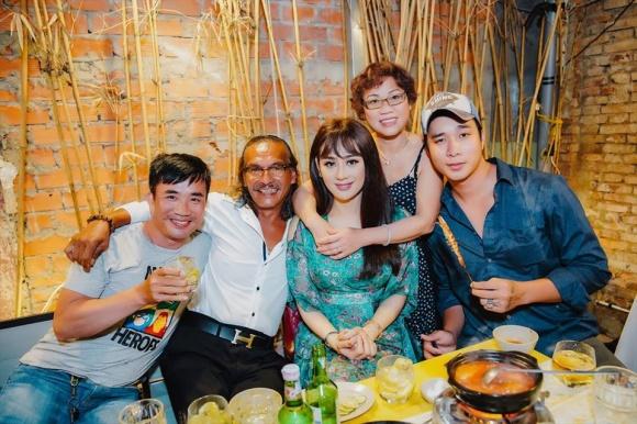 Lâm Khánh Chi tổ chức sinh nhật hoành tráng cho ông xã - Ảnh 7