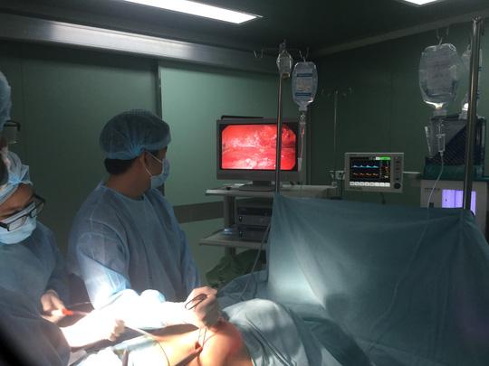 Nâng ngực bị vôi hóa, nữ Việt kiều đau đớn cầu cứu bác sĩ - Ảnh 2