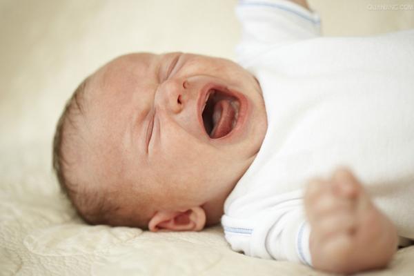 Tranh cãi trẻ sơ sinh không nên nằm điều hòa khi trời nóng và đây là lời giải đáp - Ảnh 1
