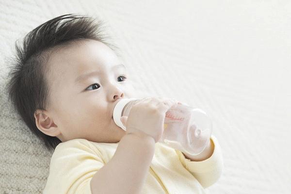 Tranh cãi trẻ sơ sinh không nên nằm điều hòa khi trời nóng và đây là lời giải đáp - Ảnh 2