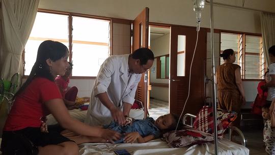 Phẫu thuật thành công trẻ 6 tuổi bị sỏi mật kích cỡ lớn hiếm gặp - Ảnh 1