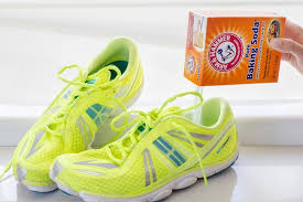 Baking soda giúp loại bỏ mùi hôi của giày khá tốt