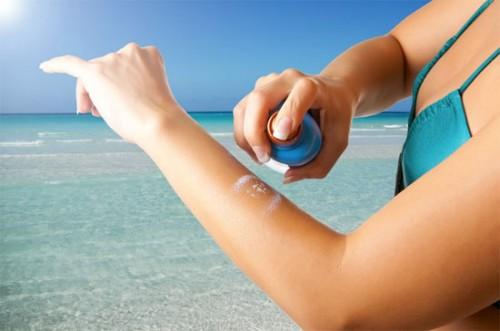 Dùng kem chống nắng ngăn ung thư da nhưng có thể mắc ung thư vú - Ảnh 1