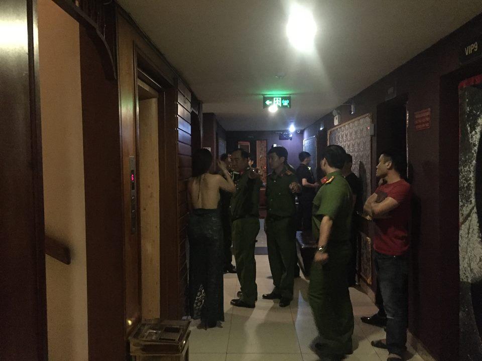 Gần 100 nữ tiếp viên nhà hàng, khách sạn ăn mặc mát mẻ nháo nhào tháo chạy khi công an đột kích kiểm tra - Ảnh 5