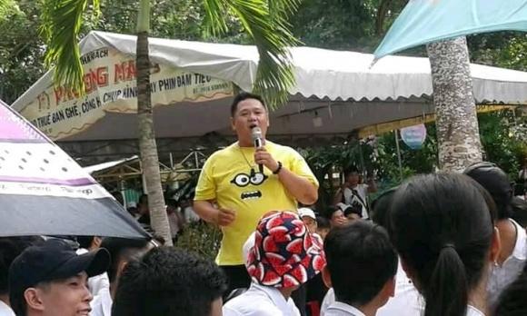 Tham gia làm MC chương trình Tổng kết năm học của một trường THPT, Minh Béo hứng