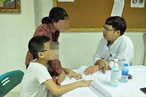 Trẻ sốt không rõ nguyên nhân nên nghĩ đến dị tật tiết niệu - Ảnh 1
