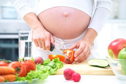 Bà bầu nên ăn gì trong 3 tháng giữa thai kỳ để con phát triển toàn diện? - Ảnh 1