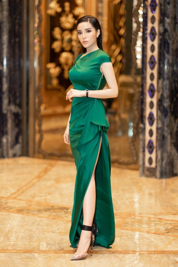 Hoa hậu Kỳ Duyên đeo trang sức tiền tỷ khoe nhan sắc ngày càng lên hương - Ảnh 2