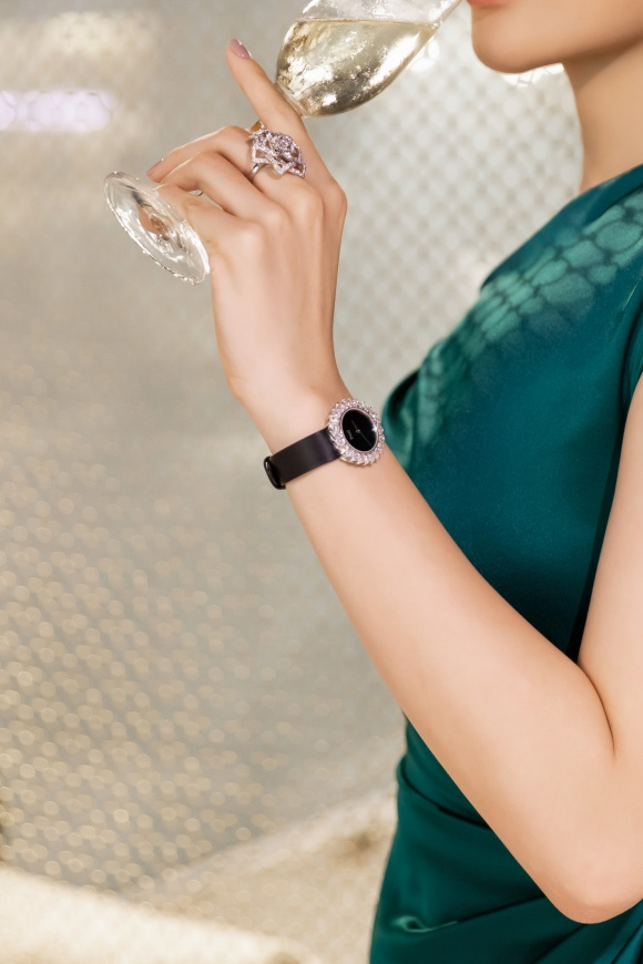 Hoa hậu Kỳ Duyên đeo trang sức tiền tỷ khoe nhan sắc ngày càng lên hương - Ảnh 11