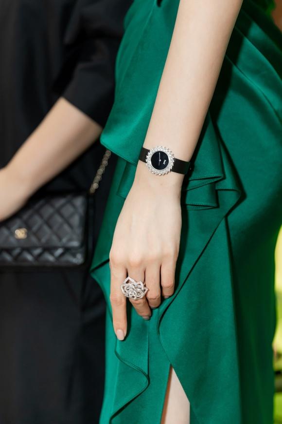 Hoa hậu Kỳ Duyên đeo trang sức tiền tỷ khoe nhan sắc ngày càng lên hương - Ảnh 12