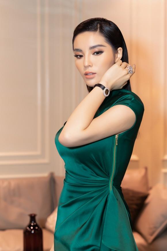 Hoa hậu Kỳ Duyên đeo trang sức tiền tỷ khoe nhan sắc ngày càng lên hương - Ảnh 3