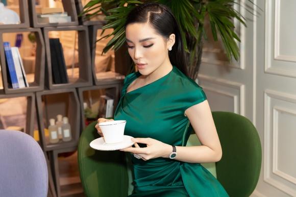 Hoa hậu Kỳ Duyên đeo trang sức tiền tỷ khoe nhan sắc ngày càng lên hương - Ảnh 6