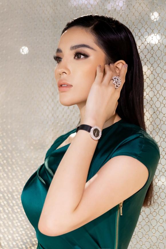 Hoa hậu Kỳ Duyên đeo trang sức tiền tỷ khoe nhan sắc ngày càng lên hương - Ảnh 9