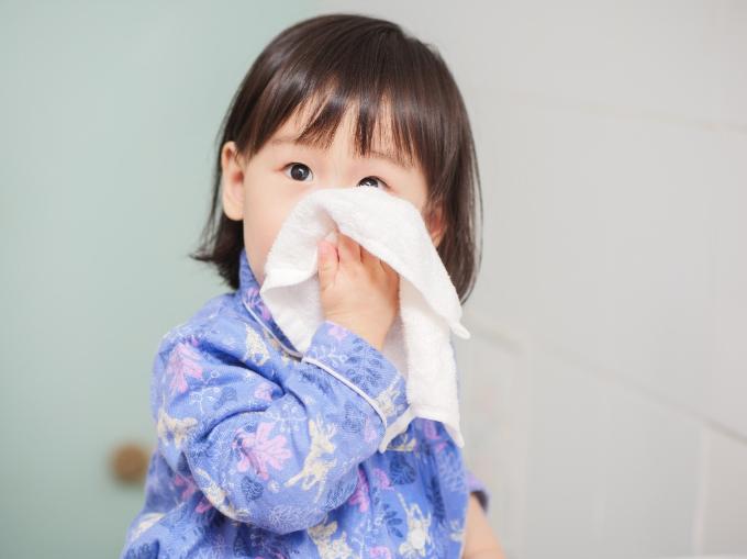 Không lạm dụng kháng sinh trị bệnh viêm hô hấp trên cho trẻ - Ảnh 1