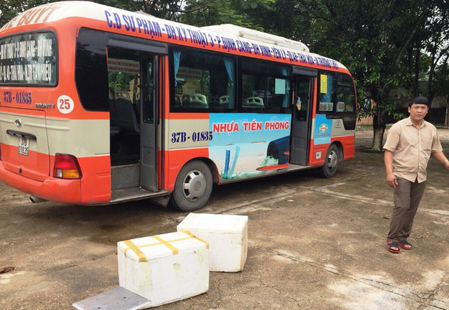Phát hiện cả tạ nội tạng không nguồn gốc trên xe buýt - Ảnh 1